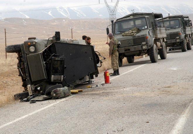 Mardin'de askeri araç devrildi: 8 asker yaralı