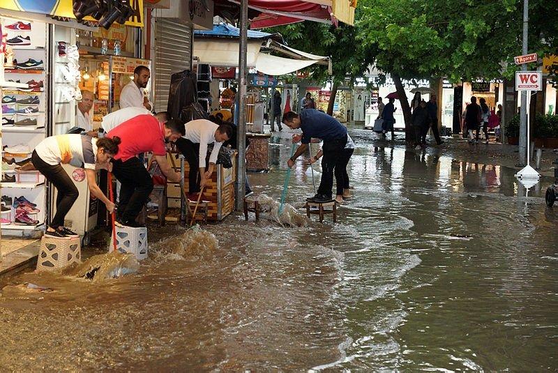 İzmir için kritik uyarı! Su baskınlarına dikkat