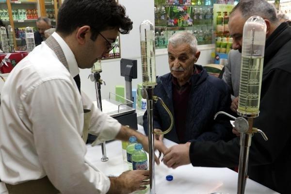 Kolonya dükkanlarında koronavirüs yoğunluğu