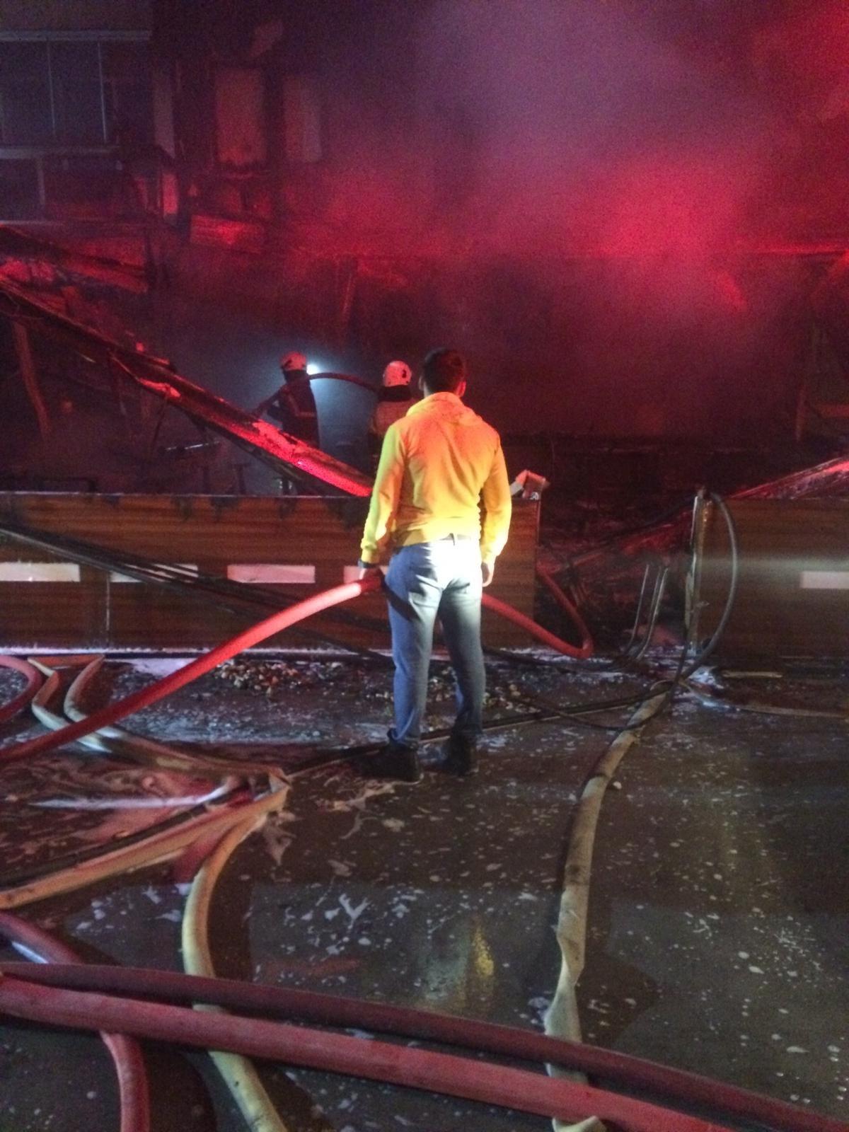 İzmir Bornova'da kafede yangın çıktı! 5 kişi dumandan etkilendi