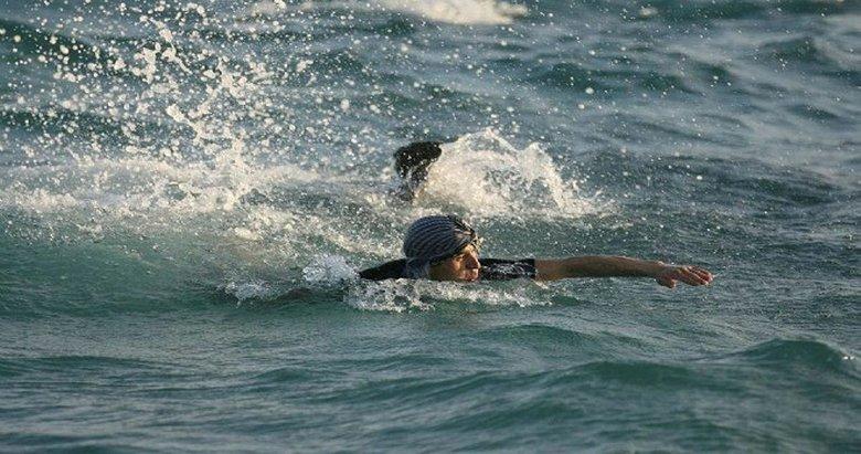 Yüzerek Sakız Adası'na kaçarken yakalandı