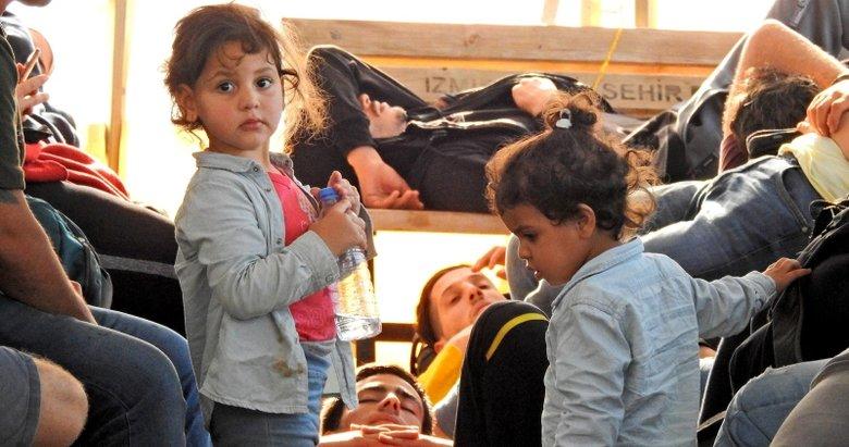 İzmir Çeşme'de 82 göçmen yakalandı