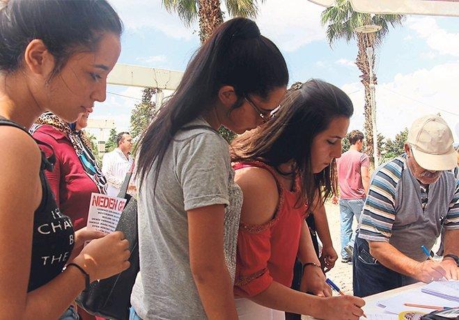 İzmirlilerden grevci işçilere büyük destek