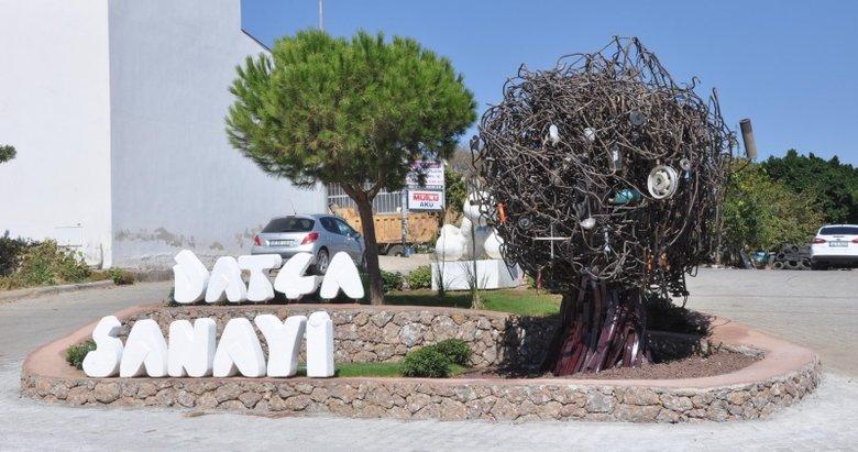 Datça'da yapılan Sanayi Ağacı heykeli tartışmaya neden oldu