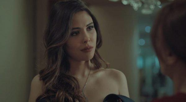 Esra Erol dizide rol aldı Esra Erol usta oyunculara taş çıkarttı