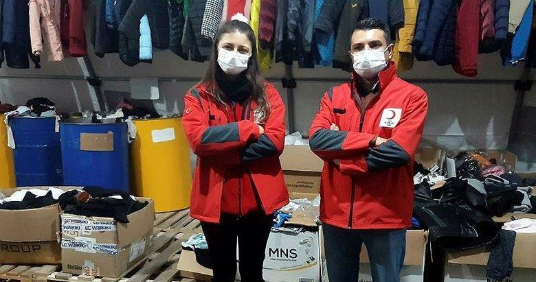 İzmir'de çadır kentteki depremzedelere eğitimcilerden destek