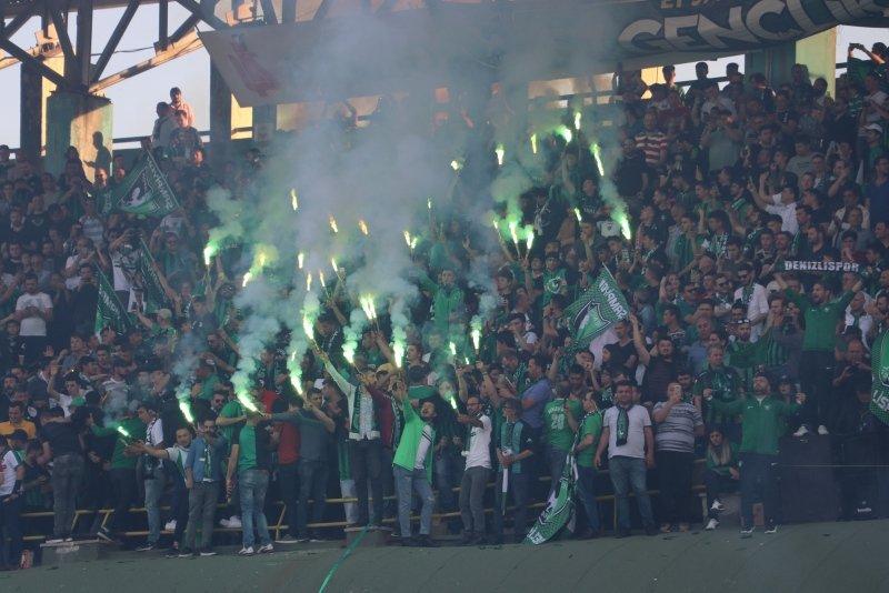 Abalı Denizlispor'da Süper Lig coşkusu! Taraftarlar meydanlara döküldü