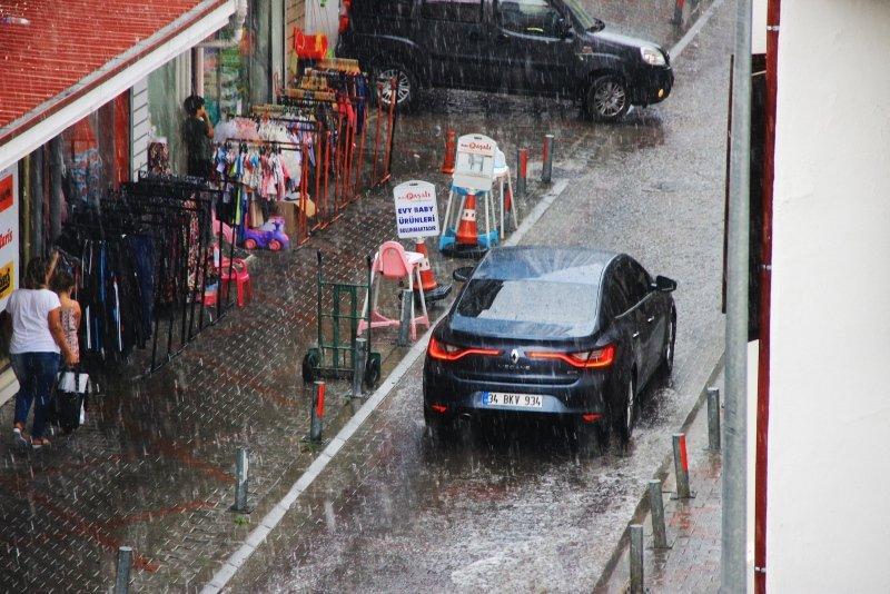 Muğlalılar yaz yağmuruna hazırlıksız yakalandı
