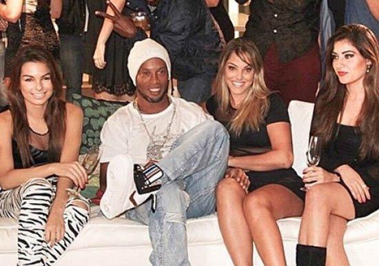 Ronaldinho 2 kadınla birden evleniyor!