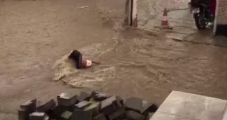 Denizli'de sağanak yağış! O ilçede cadde ve sokaklar göle döndü