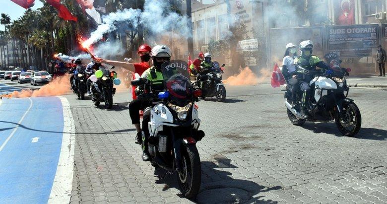 Marmaris polisi araç konvoyu ile 23 Nisan'ı kutladı