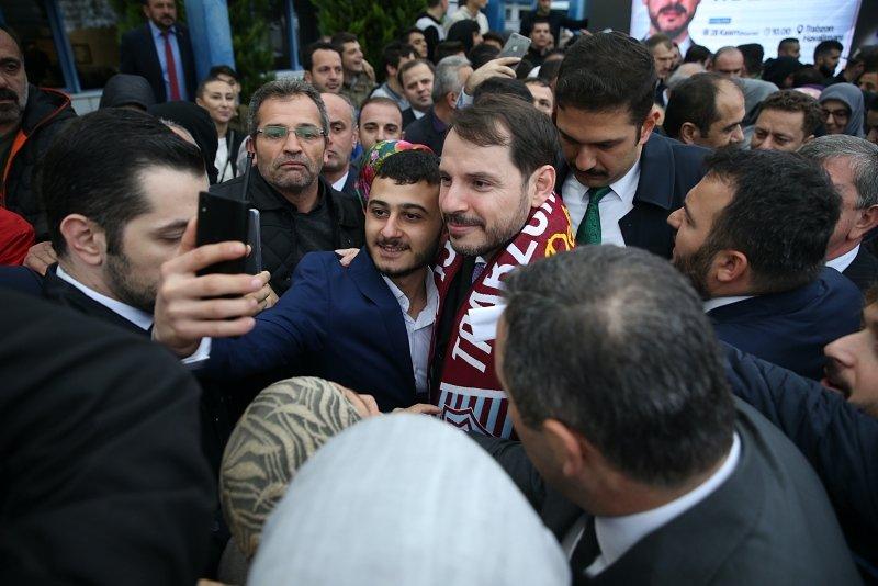 Bakan Berat Albayrak'a Trabzon'da sevgi seli