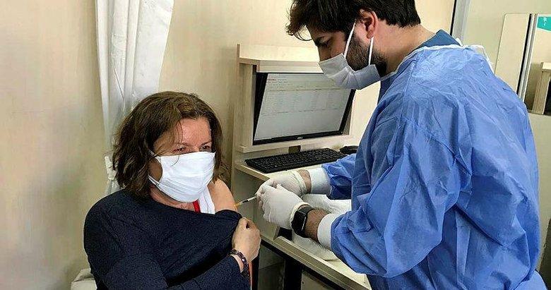 İzmir'de BioNTech aşılarının ilk dozları uygulanmaya başlandı