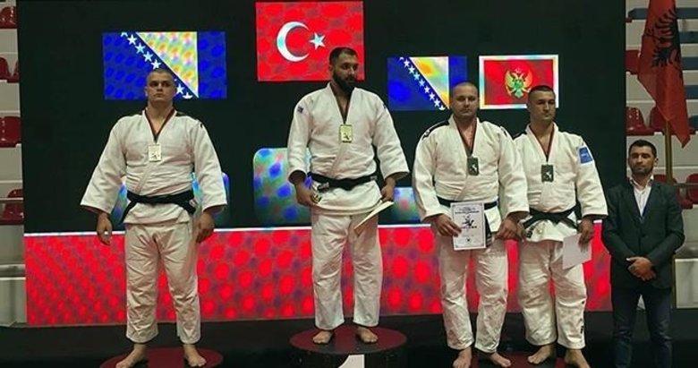 İzmir'in judocuları altınlarla dönüyor!