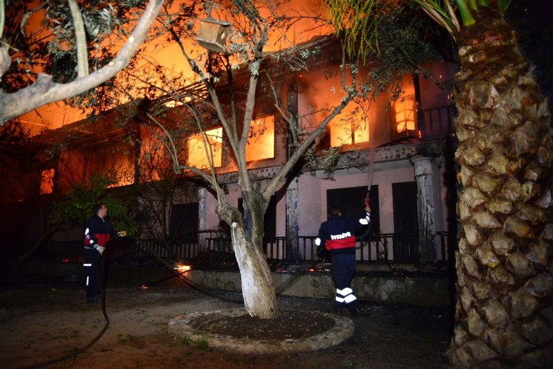 Çanakkale'de otelde çıkan yangın söndürüldü