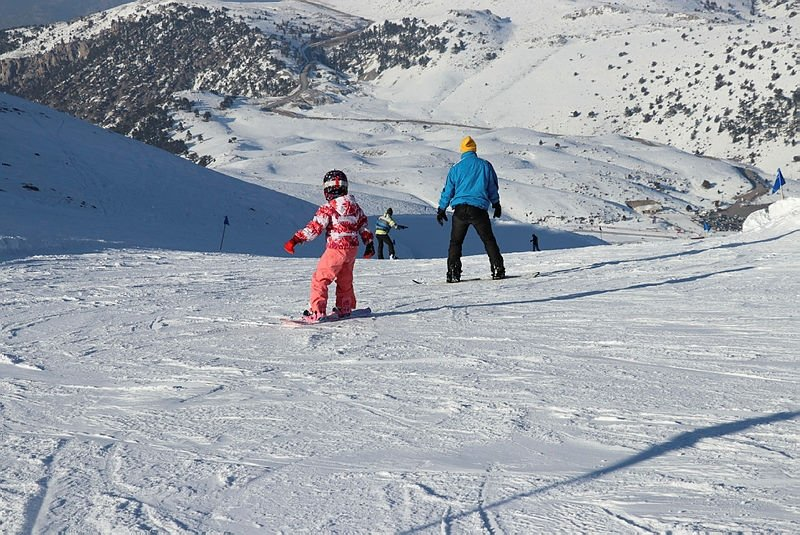 Vatandaşlar akın etti! Denizli Kayak Merkezi'nde yarıyıl tatili yoğunluğu yaşanıyor