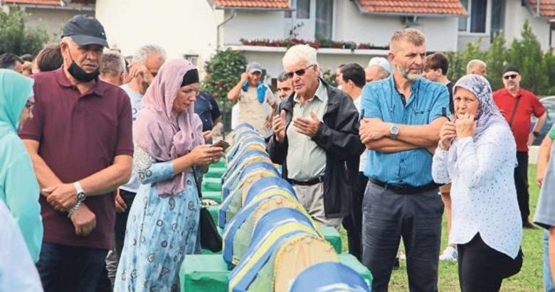 Sırpların katlettiği 12 sivil daha toprağa verildi