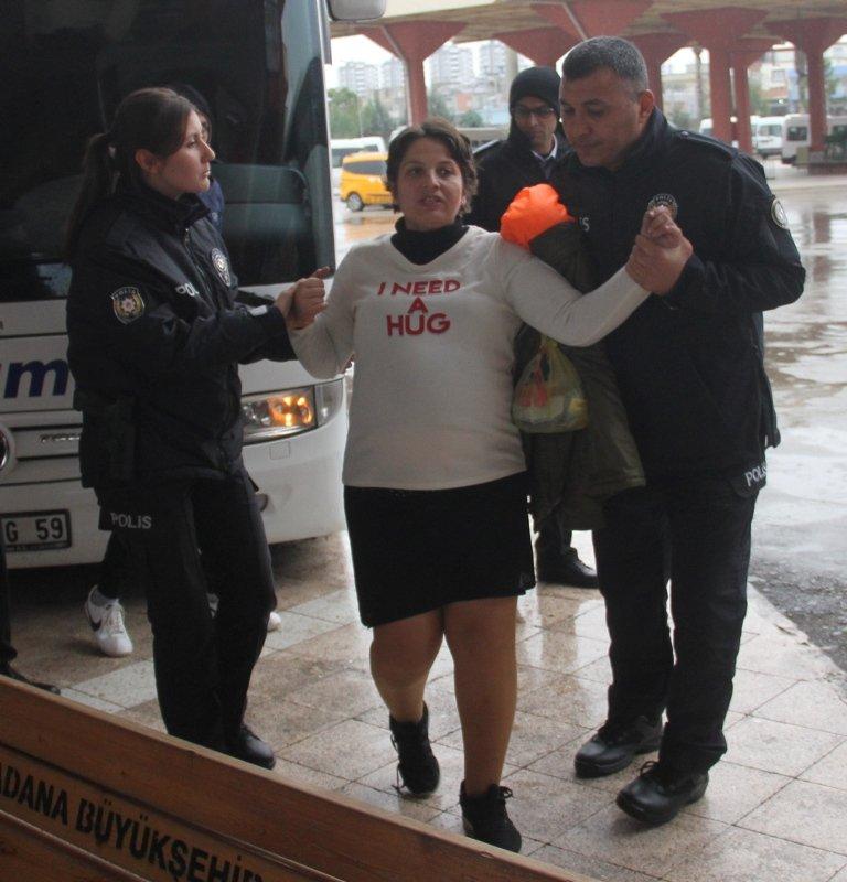 İzmir'e gitmek için otobüsü rehin aldı