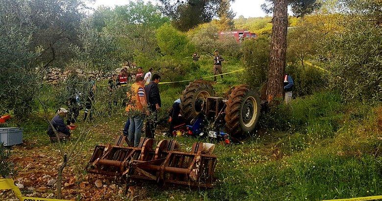 Tarlasını sürerken traktör altında kaldı