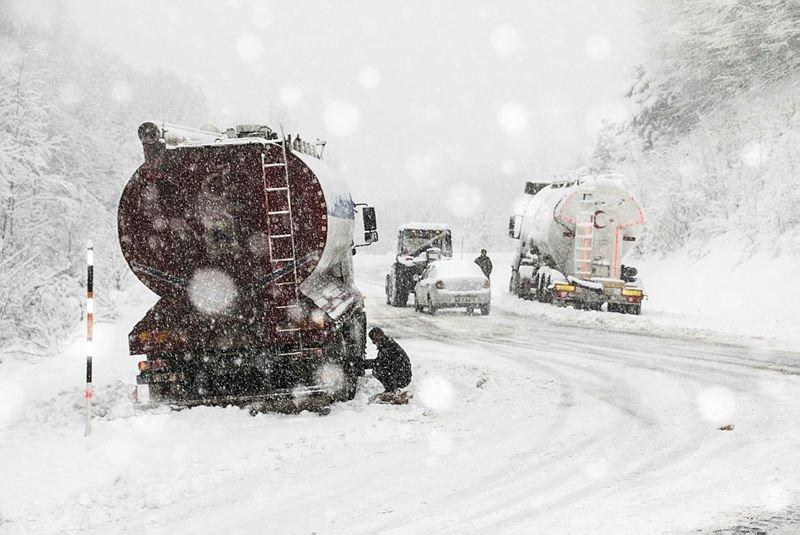 Ege Bölgesi'nde yoğun kar yağışı! Kalınlığı 30 santimetreye ulaştı