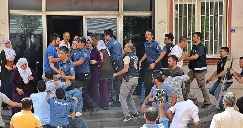 HDP'lilerden oğlu için eylem yapan Hacire Akar'a çirkin saldırı!