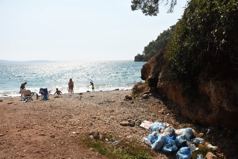Muğla'da tatilciler gitti, çöpleri kaldı