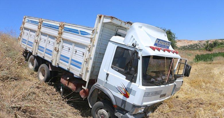 Manisa'da kontrolden çıkan kamyonet tarlaya uçtu: 1 yaralı