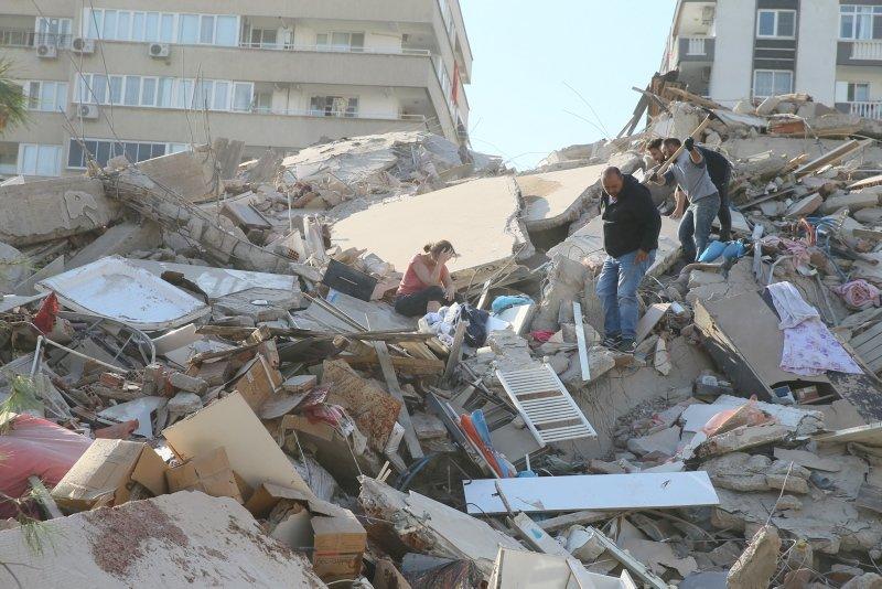 İzmir'de enkaz altındakiler için seferber olundu!