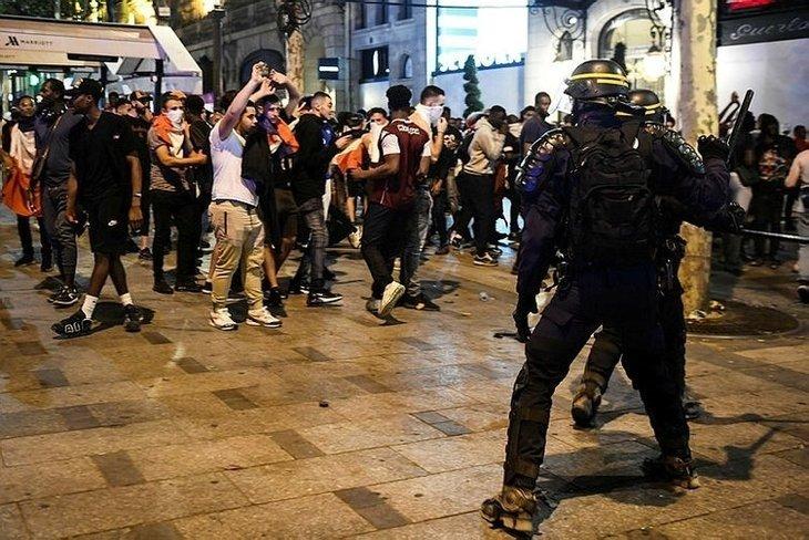 Fransada Dünya Kupası kutlamalarında ortalık fena karıştı