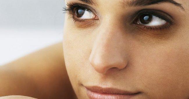 Aşırı kahve tüketimi göz altlarında koyu halkalara yol açabilir! Göz altı halkaları nasıl geçer?