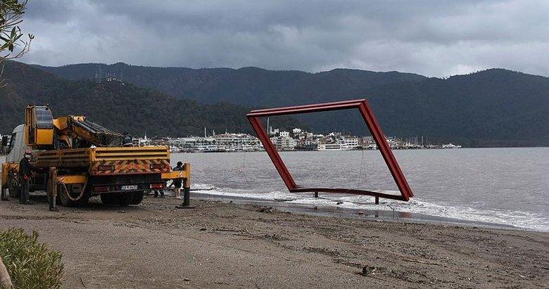 Kuvvetli rüzgar ve sağanak Muğla'yı yıktı geçti