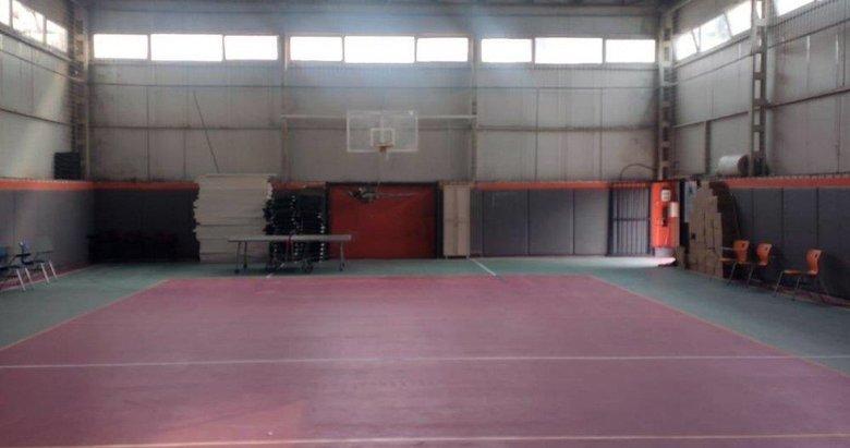 İzmir Valiliği, salgın nedeniyle spor salonunun hastaneye çevrildiği iddiasını yalanladı