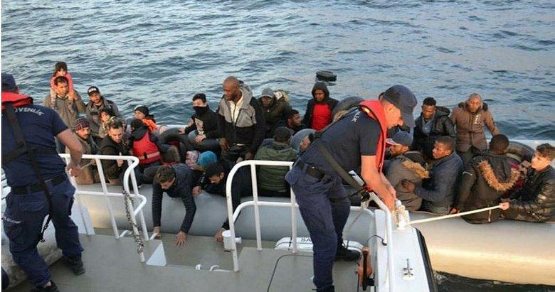 İzmir'de Selçuk ve Çeşme açıklarında 80 kaçak göçmen yakalandı