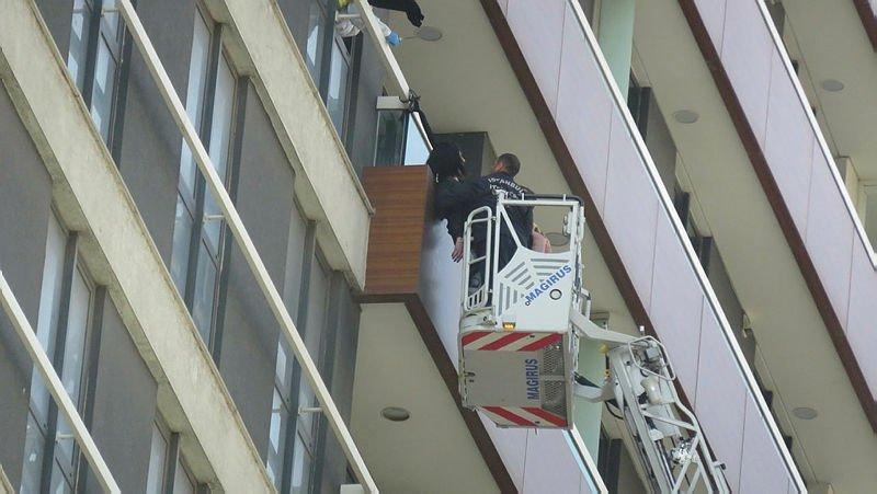 12. katta asılı bulunmuştu, işte son görüntüleri