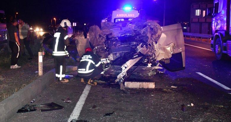Manisa'da feci kaza: Minibüs karşı şeride geçip takla attı