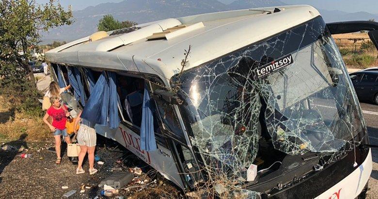 Tur otobüsü kaza yaptı: 25 yaralı