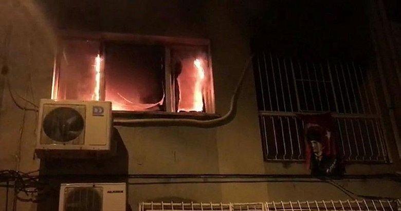 İzmir'de ev yangınında anne ve bebeği mahsur kaldı