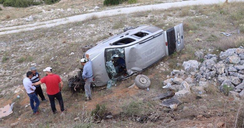 Kütahya'da feci kaza! Yoldan çıkıp uçuruma yuvarlandı