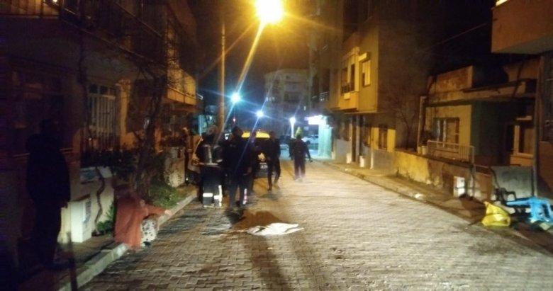 Manisa'da olaylı gece! Sinir krizi geçirdi, evdeki eşyaları sokağa fırlattı