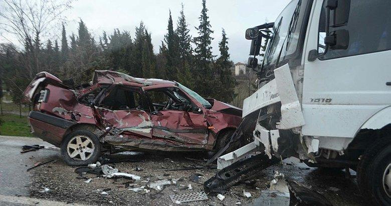 Balıkesir'de kamyonlaçarpışanotomobilin sürücüsü öldü