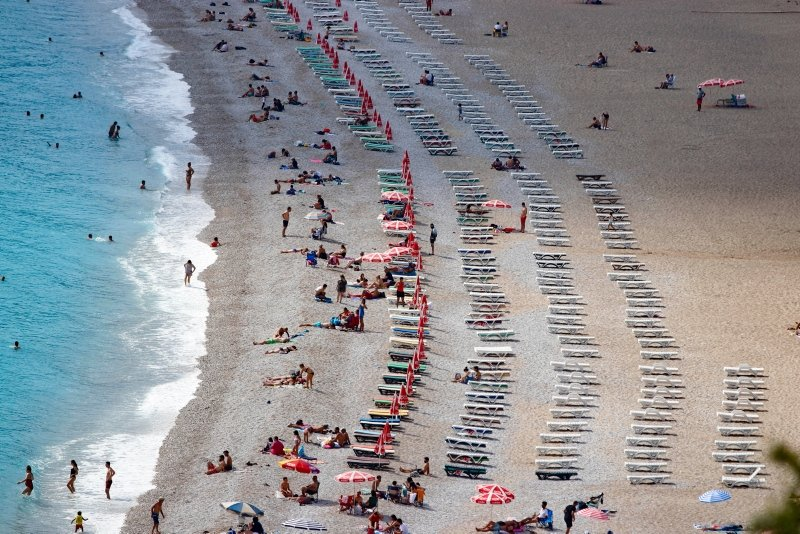 Antalya ve Muğla plajlarında hafta sonu yoğunluğu