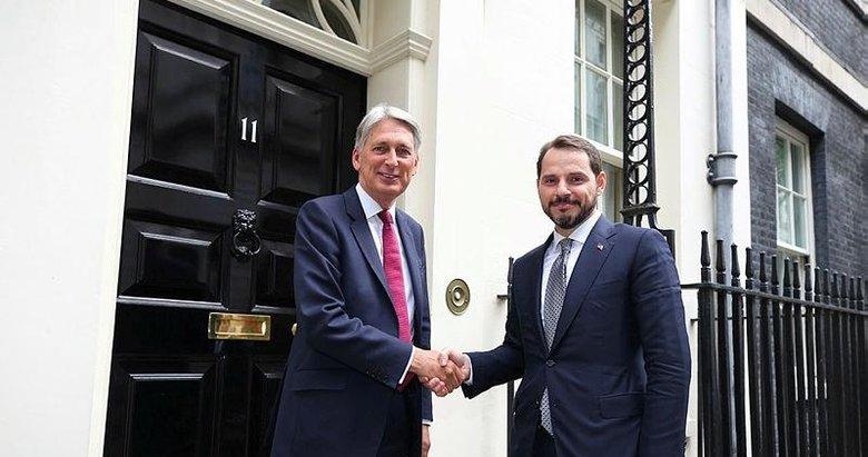 Bakan Albayrak Londrada 11 finans kuruluşunun yöneticisi ile görüştü