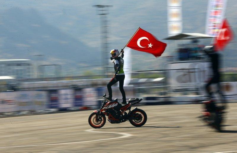 Motosiklette Avrupa Akrobasi Şampiyonası'nda Mehmetçiğe destek