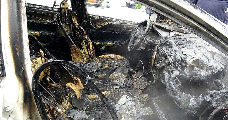 Trabzon'da 15 günlük otomobil park halindeyken cayır cayır yandı