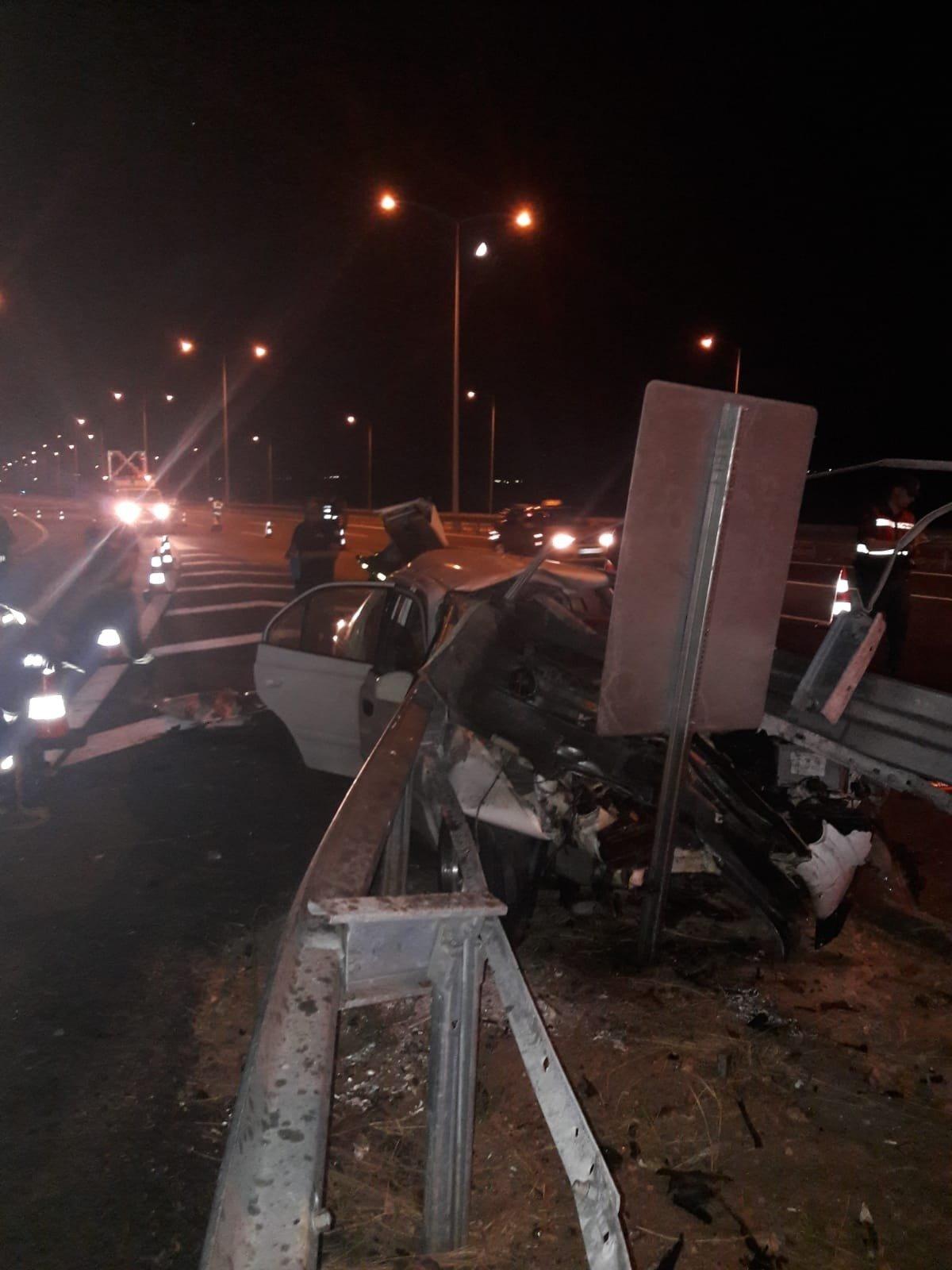 Manisa- İzmir Otoyolu'nda katliam gibi kaza: 3 ölü, 2 yaralı
