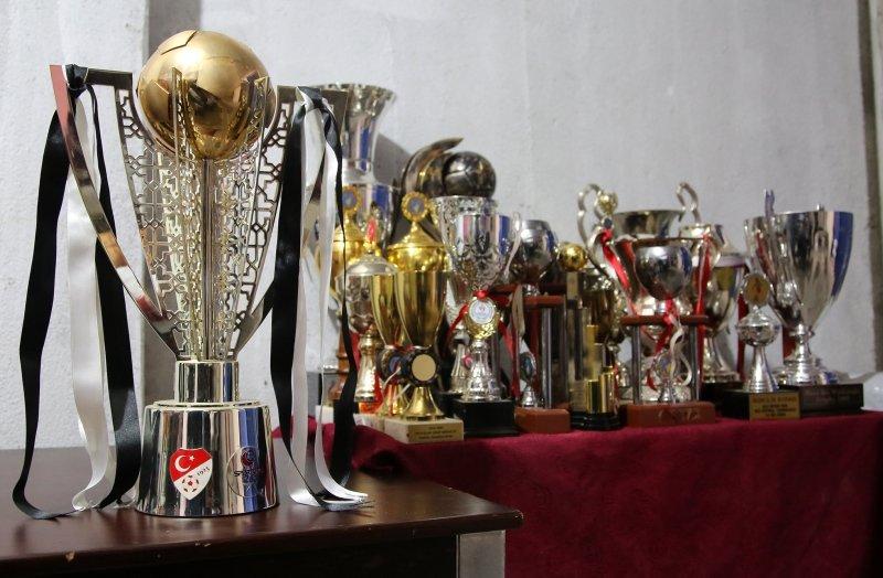 Manisaspor'un kupaları hacizle satıldı! Bakın kim aldı?