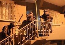 İzmir'de zehir taciri anne-oğula baskın