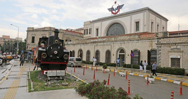 İzmir'de tarihi gara genç bir tasarım