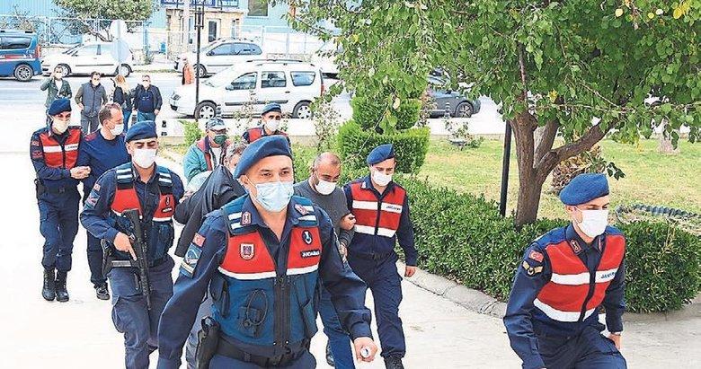 Jandarmayla pazarlık 4 kaçakçıyı yaktı