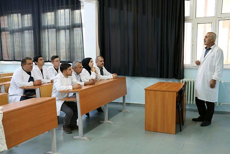 ÇanakkaleOnsekiz Mart Üniversitesi'nde babalar ve çocukları aynı fakültede eğitim görüyor